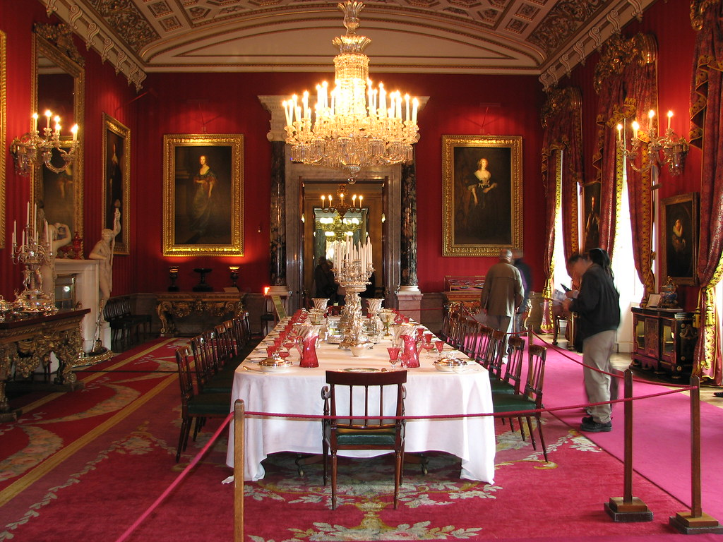 The great dining room chatsworth house the great dining for Dining room c house of commons