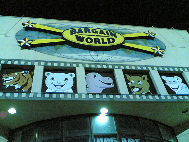 Shop >> Bargain World! | Bizarre shop right in front of my hotel in … | Flickr