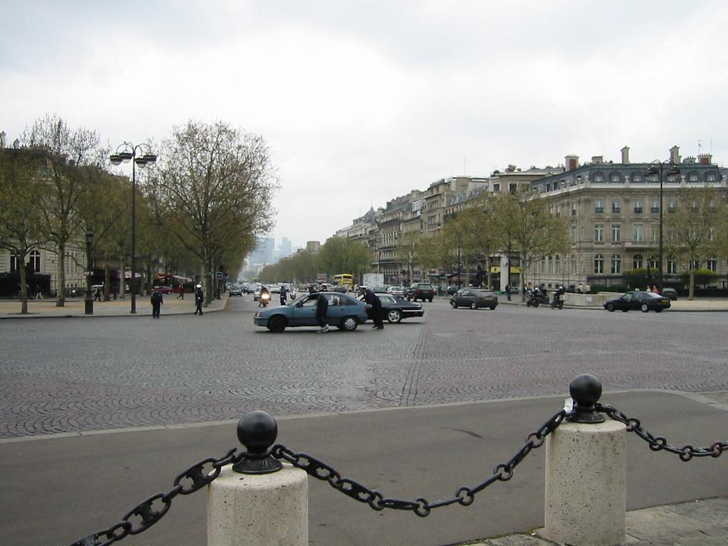 broken down car on l 39 arc de triomphe roundabout paris 20 flickr. Black Bedroom Furniture Sets. Home Design Ideas