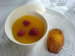 Panna cotta au coulis de mangue | by clotilde