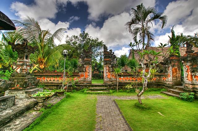 Balinese Garden   Garden in a traditional Balinese house ...