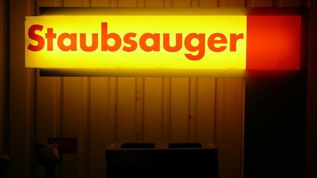 staubsauger  morgen wieder 😉  uncleo  Flickr -> Staubsauger English