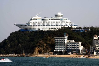 Cruise Ship Hotel | by parhessiastes