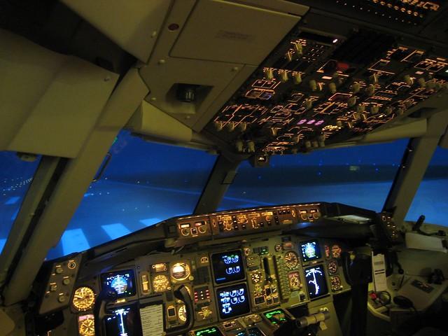 Boeing 767 Simulator Training | Chicago runway 14 left  | Flickr