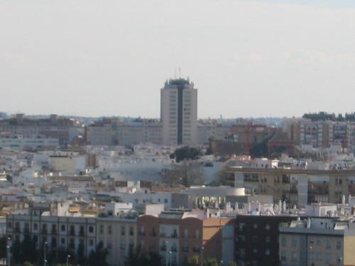 Torre de los remedios ese edificio hortera que parte el - Calle correduria sevilla ...
