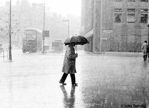 waLkiNg in tHe RaiN~~ | I was walking alone in the rain ...