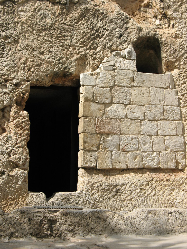 Tomb Door And Window 2034 Blogged At Christianbeliefs