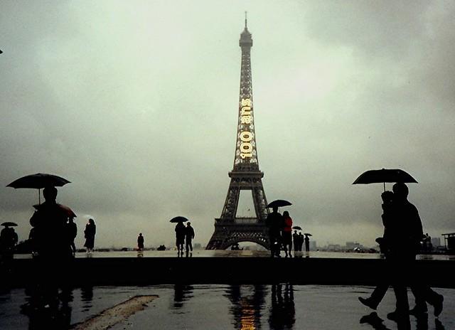 paris in the rain paris sous la pluie a rainy day in 198 flickr. Black Bedroom Furniture Sets. Home Design Ideas