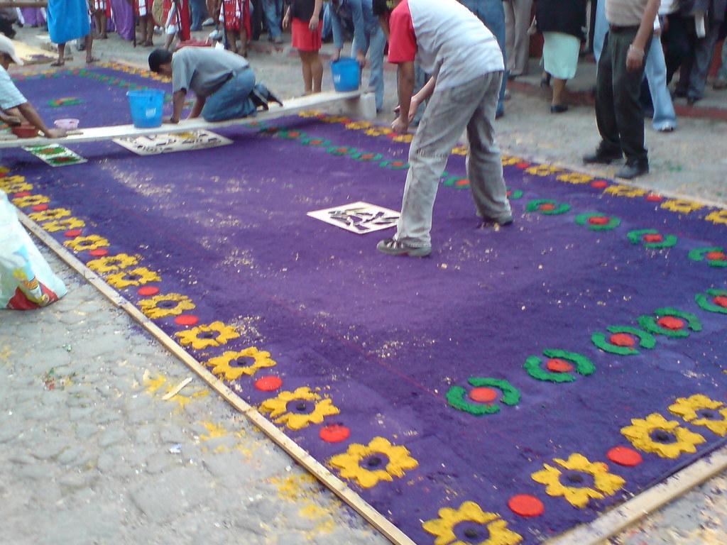 proceso de elaboraci n de una alfombra en semana santa