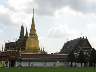 Grand Palace and Wat Phra Kaew | by edwin.11