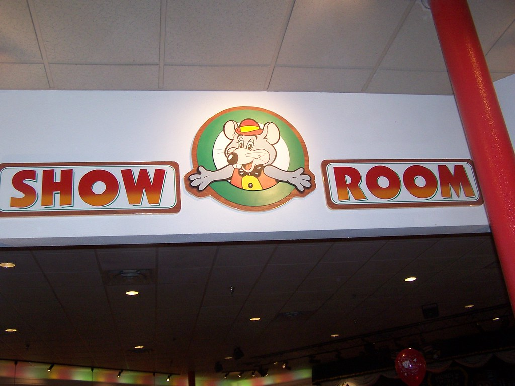 chuck e cheese show room chris flickr