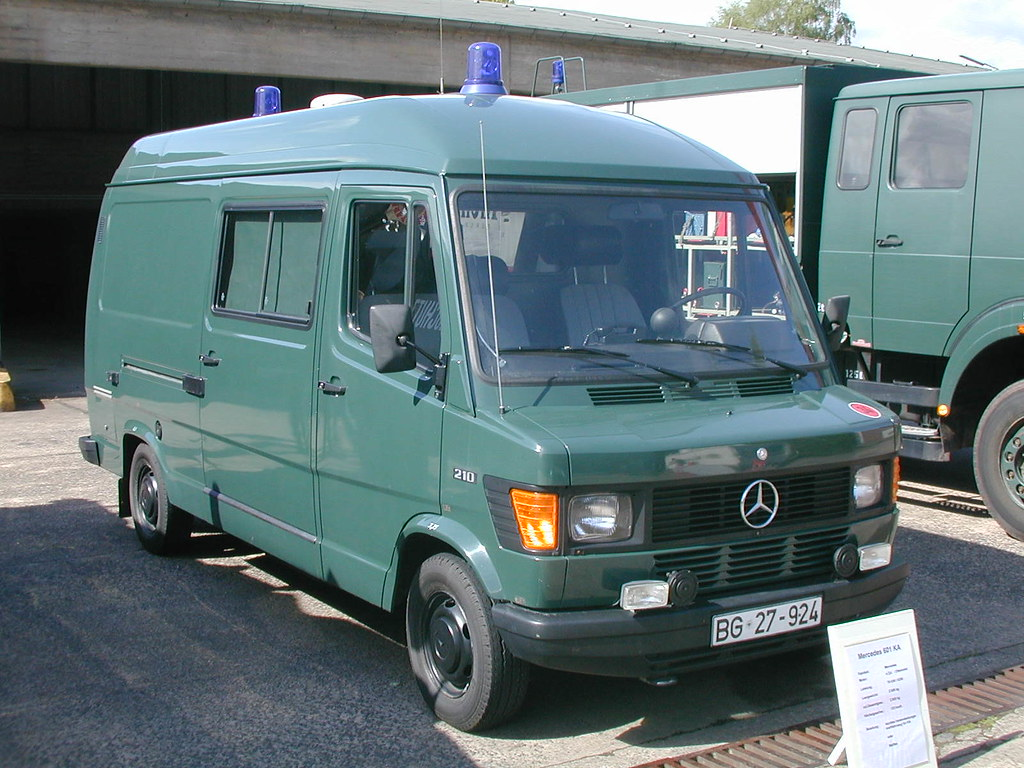 Mercedes benz 210 bgs repair and maintenance vehicle for Mercedes benz mechanic jobs