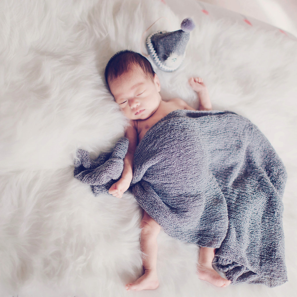 Newborn photography service