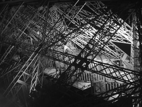 Escaliers de la tour eiffel jo l ruquier flickr - Escalier de la tour eiffel ...