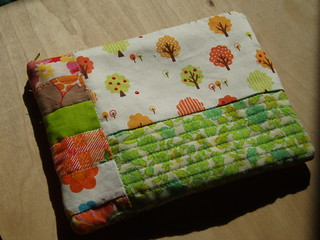 zippered pouch | by Everyday Crafty Goodness