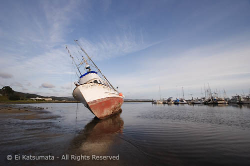 Bba6288 stranded fishing boat half moon bay ca flickr for Half moon bay fishing report