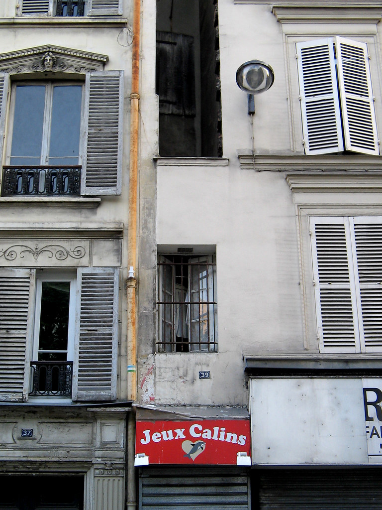 Phenomenal The Smallest House In Paris 37 Rue Du Chateau Deau Sourc Download Free Architecture Designs Terstmadebymaigaardcom