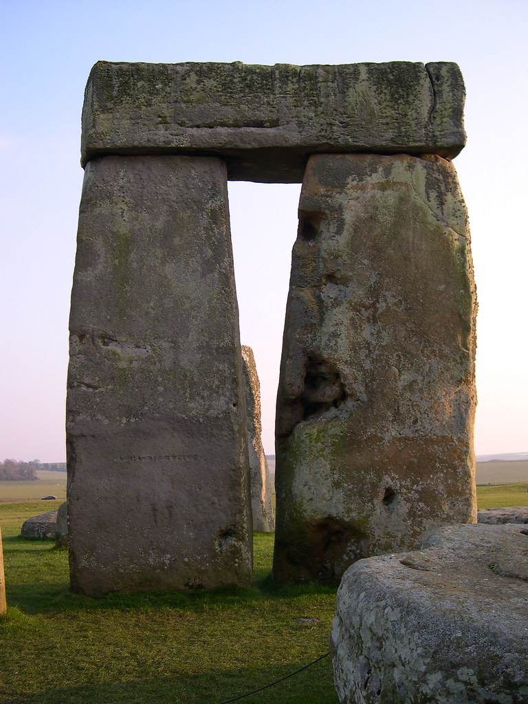 About >> Trilithon at Stonehenge | The left hand upright is stone ...
