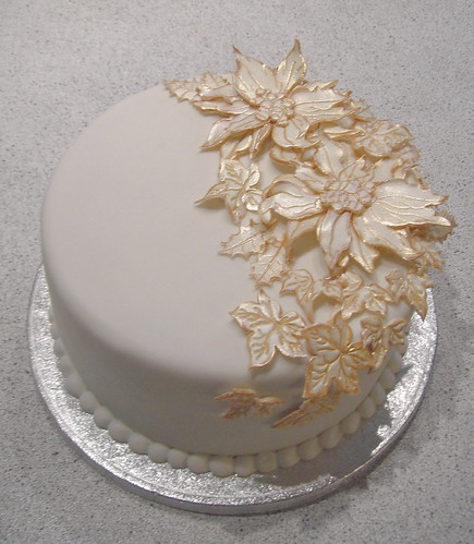 Elegant Christmas Cake Decoration : Poinsetta christmas cake A christmas cake with gum paste ...