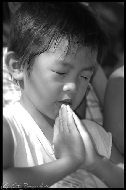 Child Praying | A Child Prays During A Worship Service ...