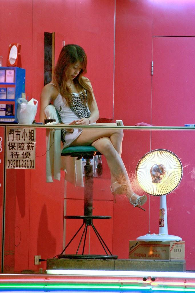 Betelnut Girl Chung Li | Betelnut girls (檳榔西施, Binlang Xi ...