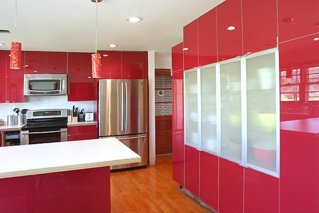 Ikea red kitchen cant stop photographing it peeling for Pisos de ceramica para cocinas modernas
