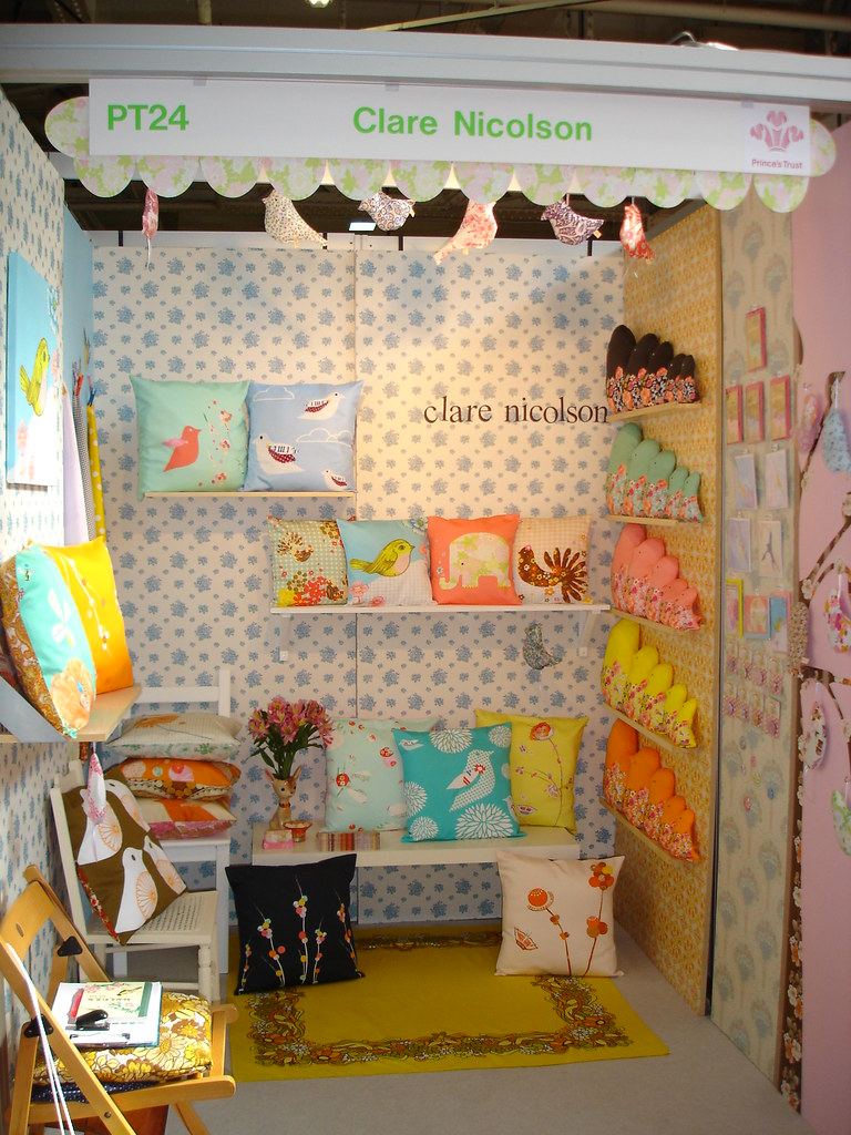 Top Drawer Autumn Stand