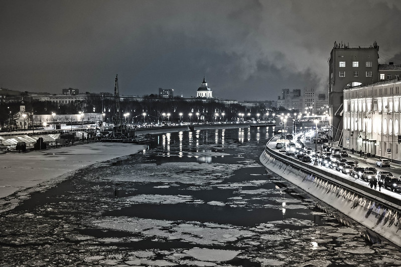Cold night over the Moscow river