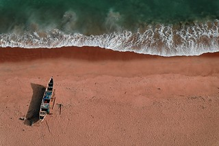 Beached boat | by Hugo!