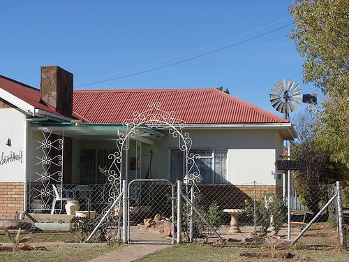 Steynsburg House | This house reminds me of a typical 50's t ...: https://www.flickr.com/photos/inside-south-africa/480630664