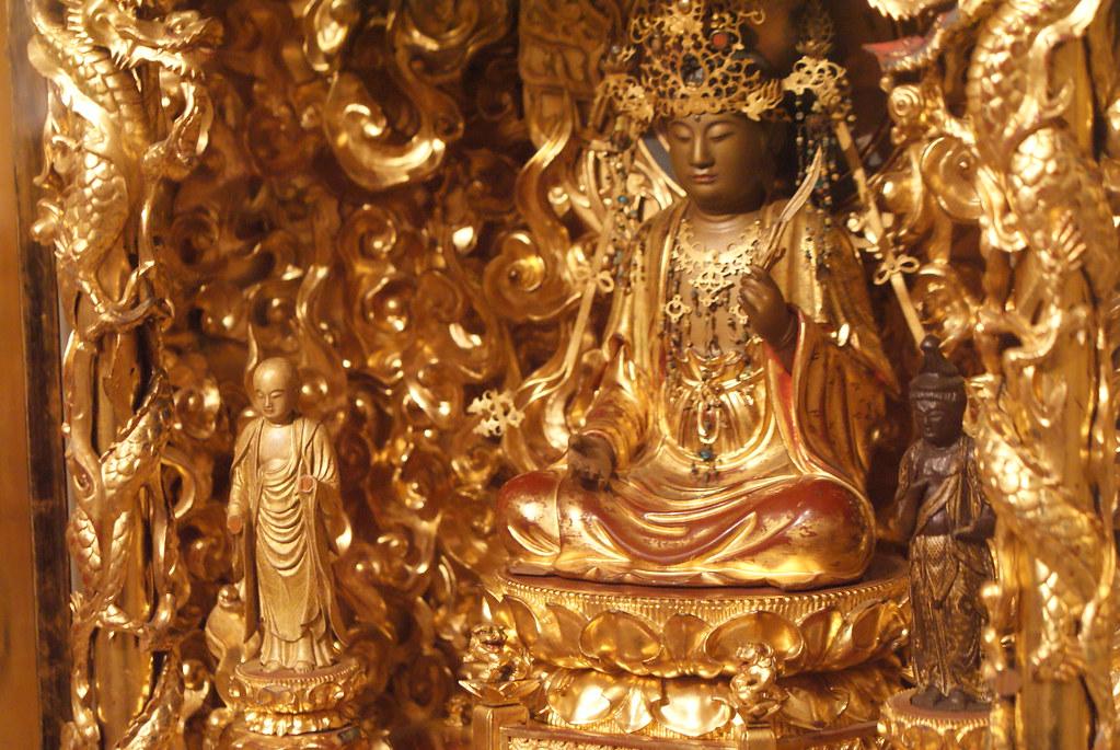 Statue bouddhiste du sud est asiatique au musée Kinsky à Prague.
