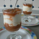 Rezepte mit Rhabarber: Lemon yogurt mousse with rhubarb compote