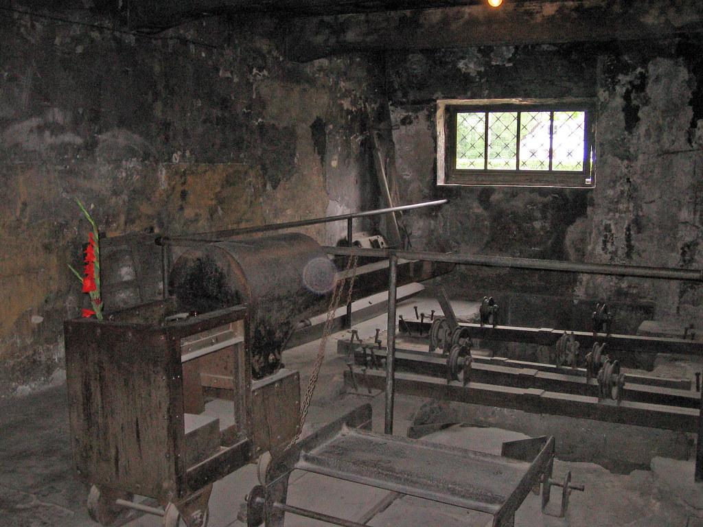 Auschwitz gas chamber for Auschwitz chambre a gaz