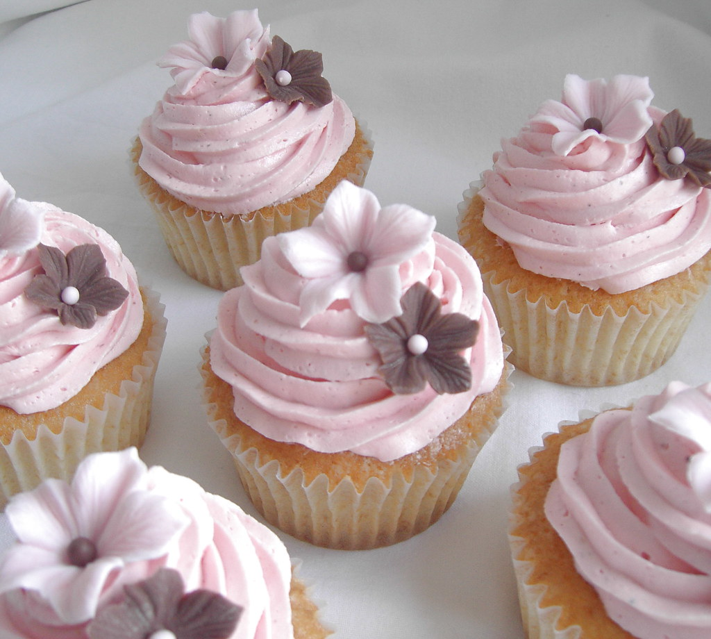 Flower Wedding Cupcake Ideas: First Try With The Buttercream