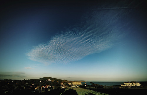 People are strange, clouds are stranger (cirrocumulus) | by s0ulsurfing