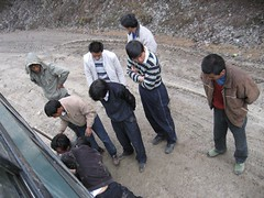 HOw many chinese men does it take to put on snow chains?