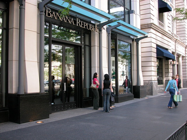 Banana Republic jobs available in Chicago, IL on bestkapper.tk Apply to Stocking Associate, Seasonal Associate, Sales Associate and more!