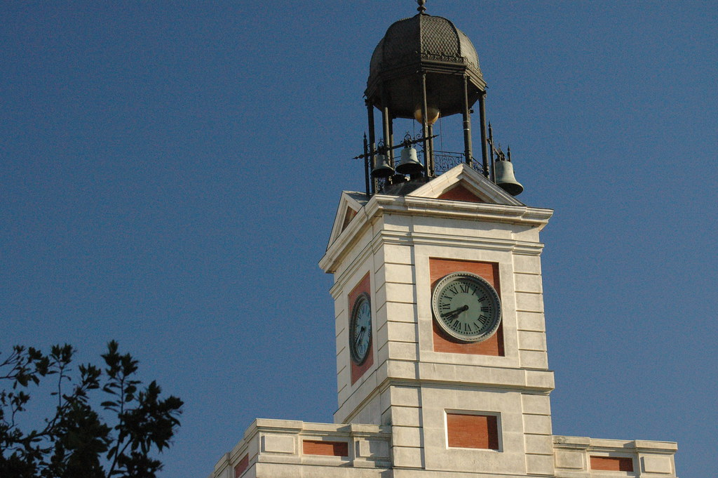 Reloj puerta del sol madrid chicadelatele flickr for Reloj puerta del sol madrid