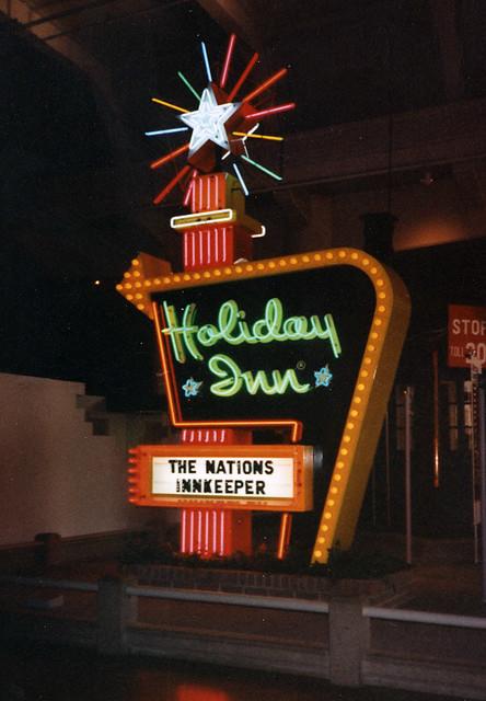 Holiday Inn Sign Why Didn T They Keep The Orignal Logo