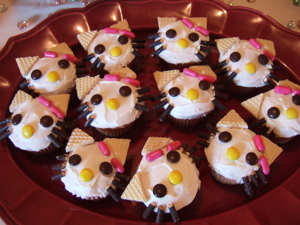 simple cute hello kitty cupcakes ideas