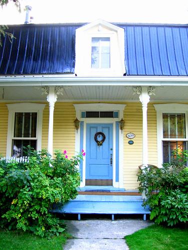 Maison Jaune Avec Porte Bleue Maison Jaune Avec Porte