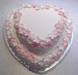 Heartshaped wedding cake a two tired wedding cake for Heart shaped decorations home