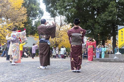 lavlilacs Japan Tokyo Ueno Park group dancing