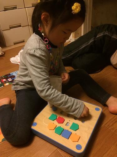子供用プログラミング体験玩具ロボット、cubettoが届く。