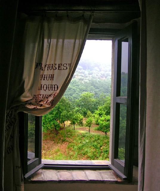 La finestra sulla campagna stranamente in quel giorno - La finestra album ...