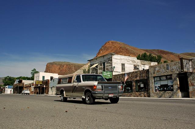 Very very wide Main street in Challis, Idaho   Not much ...