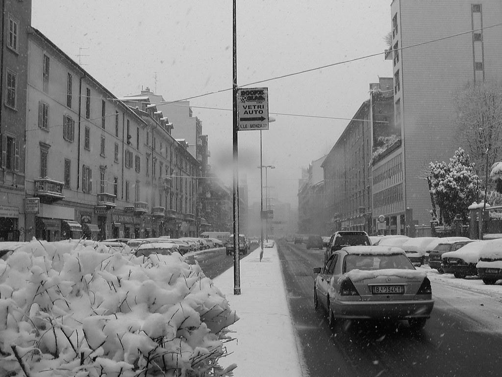 Neve In Bianco E Nero1 Neve In Viale Monza Dicembre 2004 Flickr