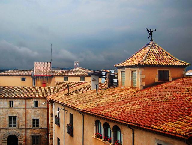 asphalt roofing in residential houses