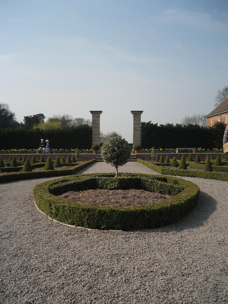 The parterre hanbury hall liz johnny wesley barker for Parterre 3d