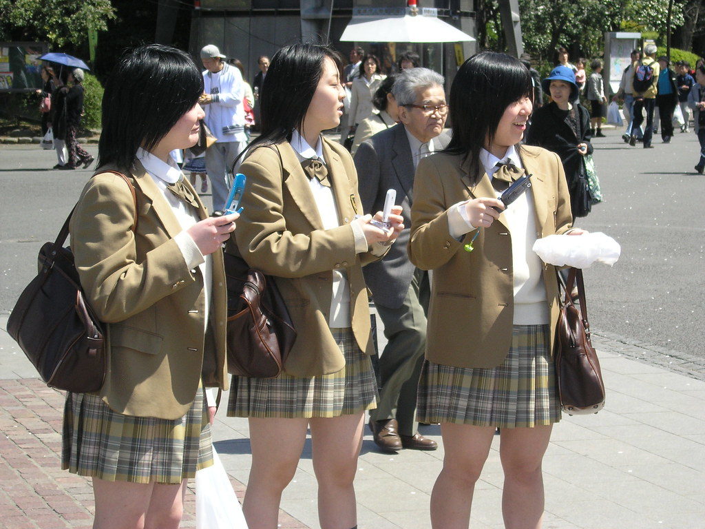 Japanese School Girls | This is a typical uniform. They do ...